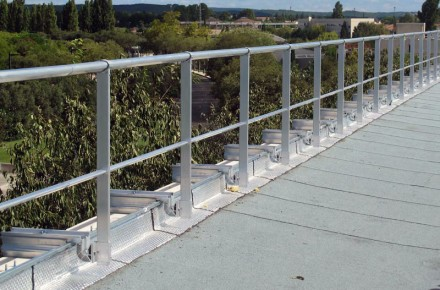 VECTACO® Z plate isolated parapet guardrail