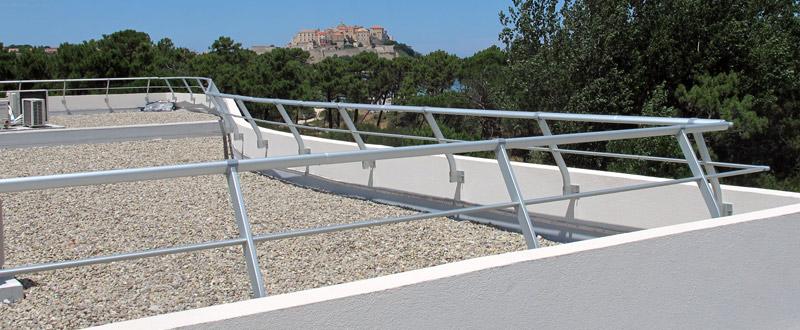 acces toiture terrasse reglementation cr ation de deux acc s une terrasse plancher de verre. Black Bedroom Furniture Sets. Home Design Ideas